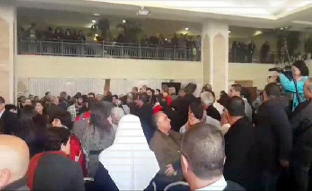 """מהומה בכנס מפלגת חד""""ש (צילום: חדשות 2)"""