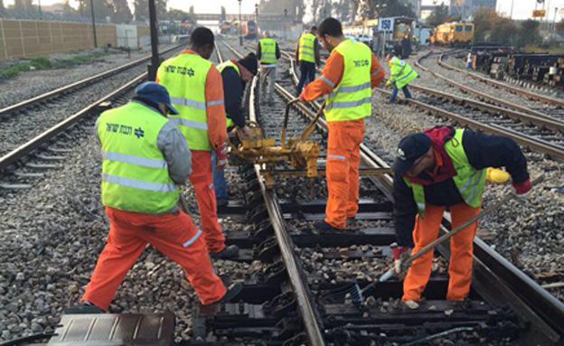 העבודות הבוקר על המסילה שנפגעה