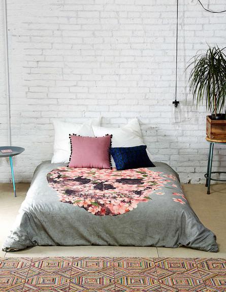 אורבן אאוטפיטרס, כיסוי מיטה 129 דולר (צילום: Urban Outfitters)