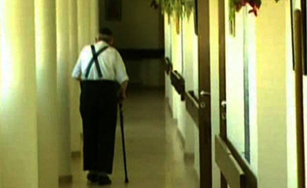 """""""העמלה"""" מהקשישים מופנית לשיפוצים (צילום: חדשות 2)"""