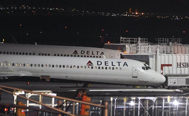 המטוסים שעוכבו, הלילה (צילום: רויטרס)
