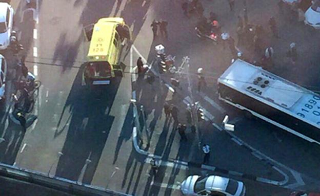 זירת הפיגוע בתל אביב, הבוקר (צילום: חדשות 2)