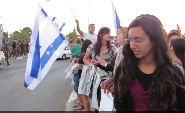 שירה מיסטריאל בהפגנה עם מיכאל בן ארי (תמונת AVI:  Photo by Flash90, פייסבוק)
