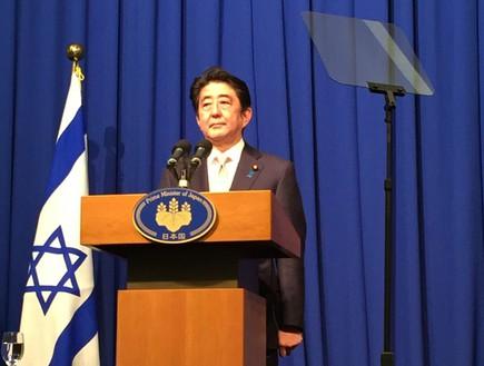 ראש ממשלת יפן, שינזו אבה, במסיבת עיתונאים בירושלים, 20 בינואר 2015 (צילום: טל שניידר)