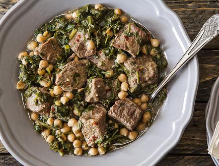 תבשיל בשר עם חומוס ותרד  (צילום: אסף אמברם, אוכל טוב)