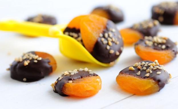משמשים בשוקולד (צילום: שרית נובק - מיס פטל, אוכל טוב)