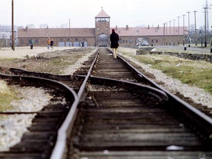 """""""עבודה הייתה הדרך לשרוד"""". אושוויץ, ארכיו (צילום: רויטרס)"""