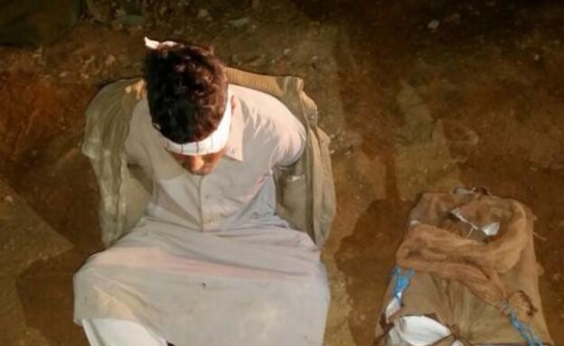 מבריח סמים בגבול מצרים (צילום: דוברות המשטרה)