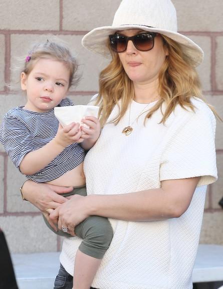 דרו ברימור עם התינוקת (צילום: iPix211/London Entertainment , Splash news)
