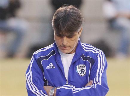 נשאר בכדורגל. אלי אוחנה (אלן שיבר) (צילום: ספורט 5)