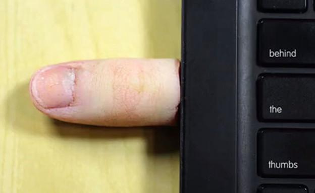 אקססוריז אברים, אצבעות יו.אס.בי (צילום: Justin Poulsen  )
