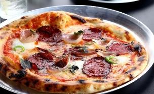 פיצה סלאמי, מסעדת סנטה קתרינה (צילום: אפיק גבאי, אוכל טוב)