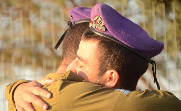 """חיילי גבעתי אחרי תקרית הנ""""ט (צילום: מיה שניידר, עיתון """"במחנה"""")"""
