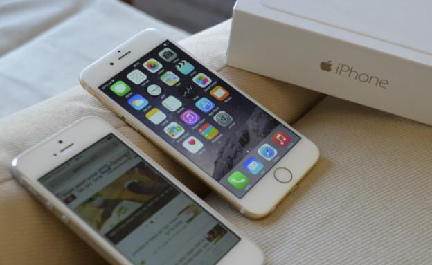 מימין: האייפון 6 החדש, משמאל: האייפון 5 (צילום: גיקטיים - geektime.co.il)