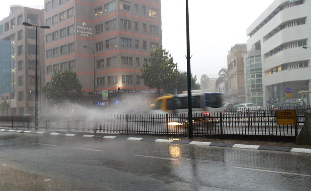 הכינו את המטריות, הגשם חוזר; ארכיון (צילום: יקי  צימרמן)