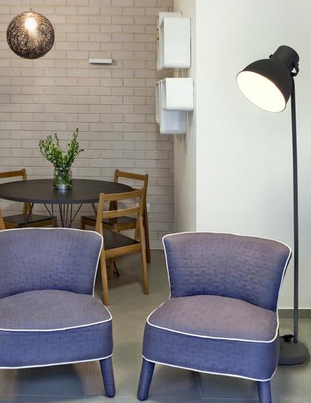 ניגודים משלימים, מנורות מאיקאה, כורסאות מקסטיאל. עיצוב תמי פמפנל