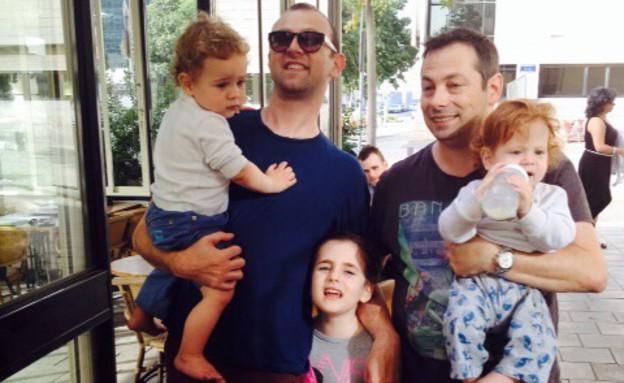 אבאים, גיא טצה ובני משפחתו (צילום: צילום ביתי)