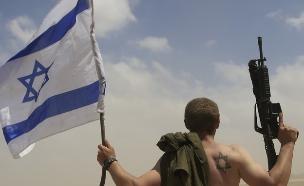 חייל חוזר לשטח ישראל מרצועת עזה, אוגוסט 2014 (צילום: ap)