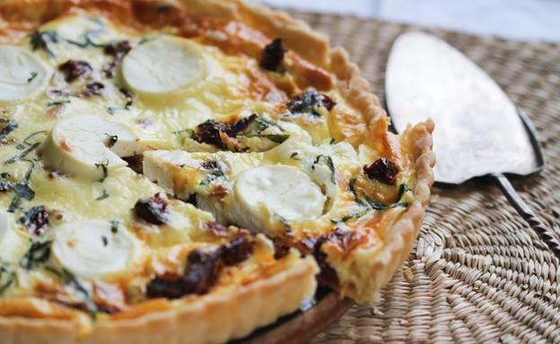 """קיש גבינת עזים, עגבניות מיובשות וצנוברים (צילום: עידית נרקיס כ""""ץ, אוכל טוב)"""