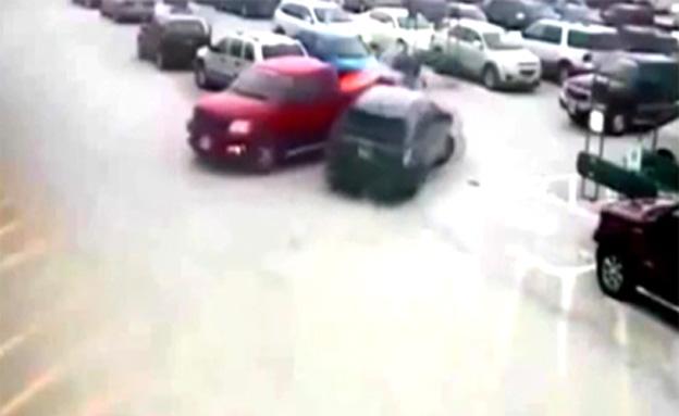 """""""מכוניות מתנגשות"""" בחניון: בן 92 ניגח 11 מכוניות ב-"""