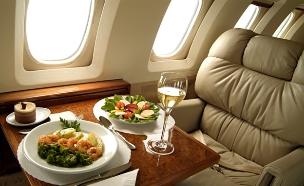 אוכל בטיסה (צילום: אימג'בנק / Thinkstock)