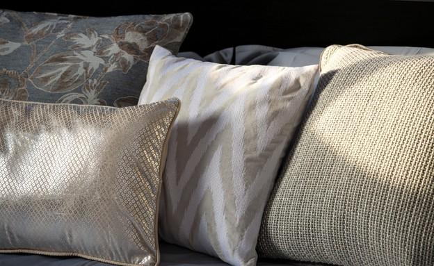 רונית כפיר, כריות חדר שינה  (צילום: שי אפשטיין)
