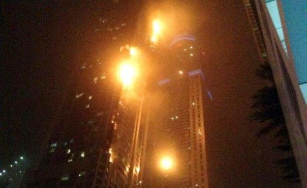 שריפה באחד ממגדלי המגורים הגבוהים בעולם (צילום: רויטרס)