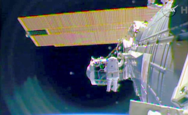 """צפו ב""""שיפוץ"""" תחנת החלל (צילום: איי פי)"""
