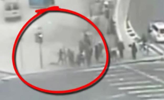 פיגוע דקירה בכיכר ספרא (צילום: חדשות 2)