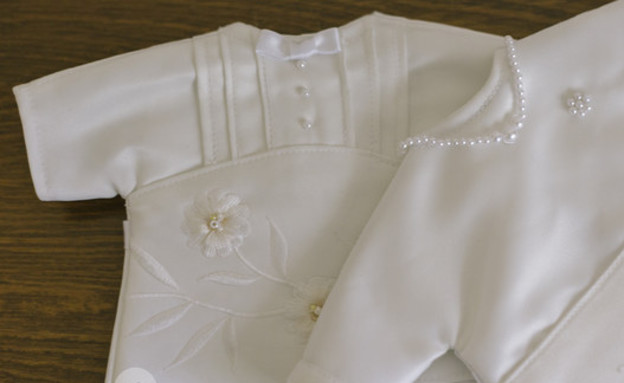 שמלות חתונה שהפכו לתכריכים (צילום: Holly D. Gray / Via nicuhelpinghands.org)