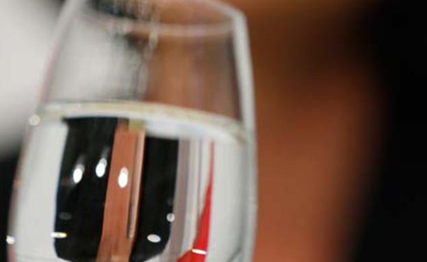 כוס מים בכל חצי שעה (צילום: רויטרס)