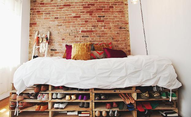 אחסון נעליים 01, בסיס למיטה מפלטות עץ ממוחזרות (צילום: Chellise Mi)