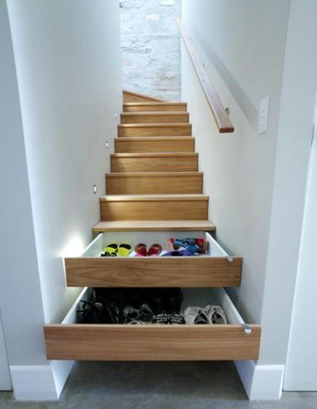 אחסון נעליים 08, המדרגות הן יחידת מגירות אחת גדולה (צילום: Zugai Strudwick Architects, houzz.com)