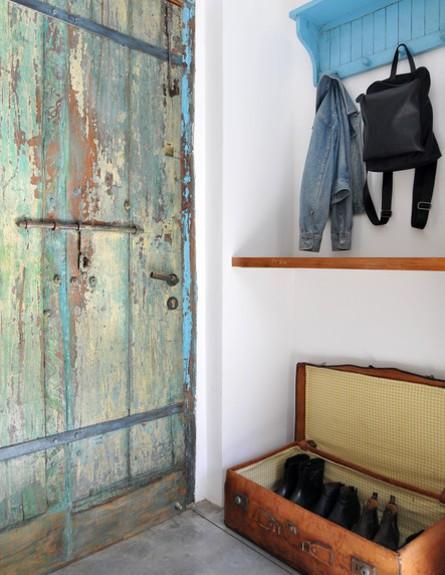 אחסון נעליים 14, מזוודה ישנה לאחסון בסגנון וינטג' טרנדי (צילום: שי אדם עיצוב-סטודיו פרי)