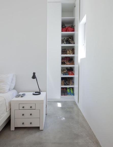 אחסון נעליים 18, ארון צר וגבוה המתאים בדיוק לזוגות הנעליים  (צילום: הגר דופלט)
