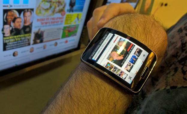 Gear S סמסונג (צילום: עמית סלונים)