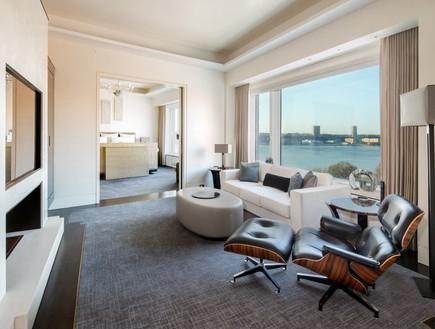 טריפלקס בניו יורק, לחדר השינה המרכזי יש סלון משלו