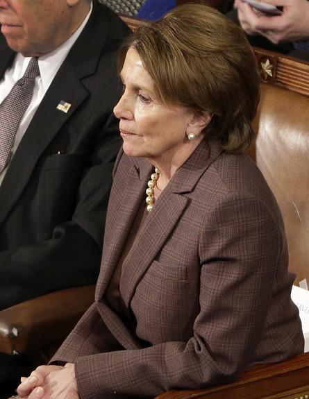 חברת הקונגרס ננסי פלוסי מאזינה לנאומו של בנימין נתניהו, מארס 2015 (צילום: ap)