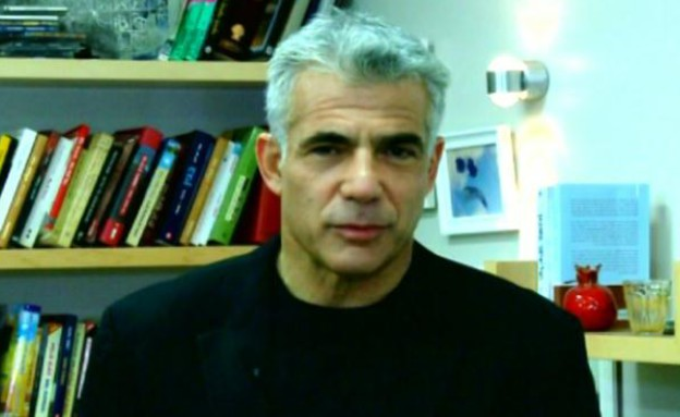 יאיר לפיד בראיון מיוחד לחי בלילה (תמונת AVI: מתוך חי בלילה, שידורי קשת)