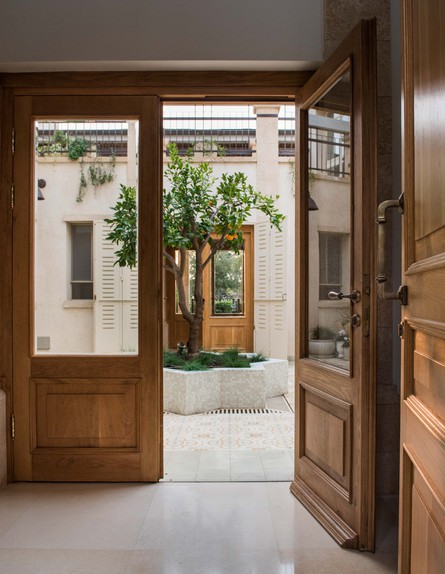 גליה בראון, כניסה (צילום: גלעד רדט, עיצוב אדריכלית גליה בר און)