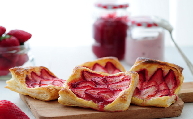 מאפה תותים מהיר (צילום: שרית נובק - מיס פטל, אוכל טוב)