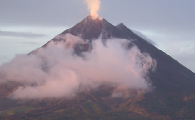 הר געש מתפרץ (תמונת AVI: אור גץ)
