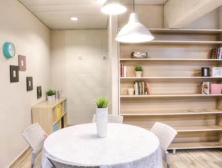 דירת עצמאות סטודיו פנימה 07, שולחן אוכל עגול ומשפחתי