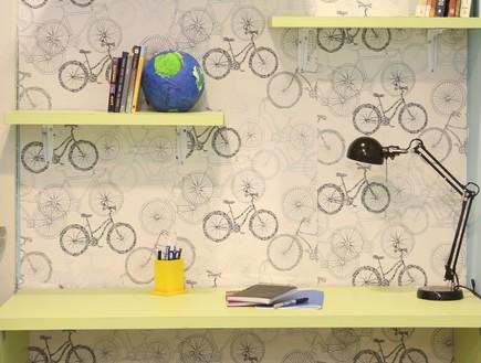דירת עצמאות סטודיו פנימה 09, פינת עבודה נוחה עם טפט גרפי