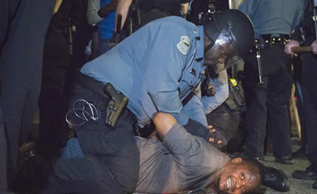 הפגנה, ירי בשוטרים, מיזורי, פרגוסון (צילום: חדשות 2)