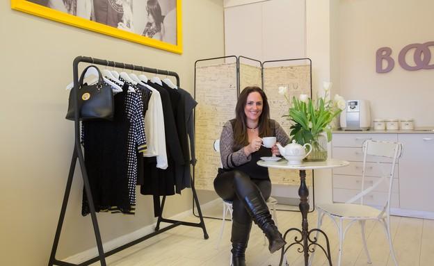 פופ אפ 05 בוסט, לוקחת חלק פעיל בשיווק החנות (צילום: איילת שטרן)