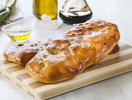 פוקצ'ה זעתר ושמן זית (צילום: אסף אמברם, אוכל טוב)