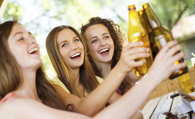 נשים שותות בירה (צילום: אימג'בנק / Thinkstock)