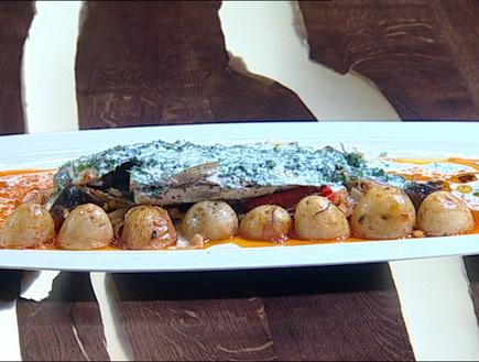 דג דניס עם יוגורט על מצע ירקות