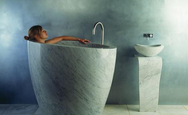 אמבטיות 01, אמבטיה צרה ועמוקה משיש טבעי (צילום:  Stone Forest)